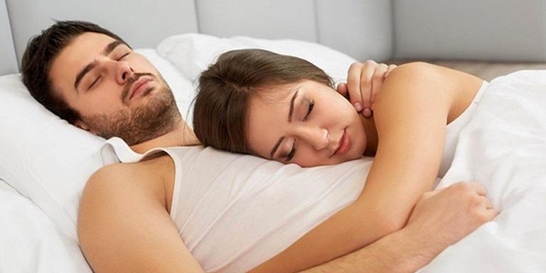 İlişki Durumunuzu Gösteren 10 Uyku Pozisyonu Analizi