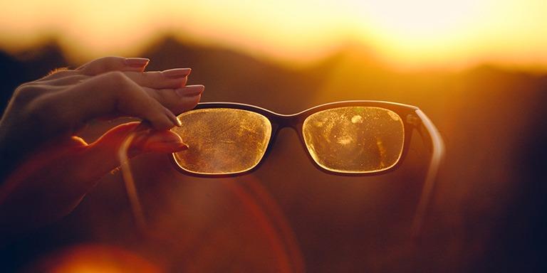 Gözlük Kullananların Çok İyi Bildiği 10 Zorlu Durum