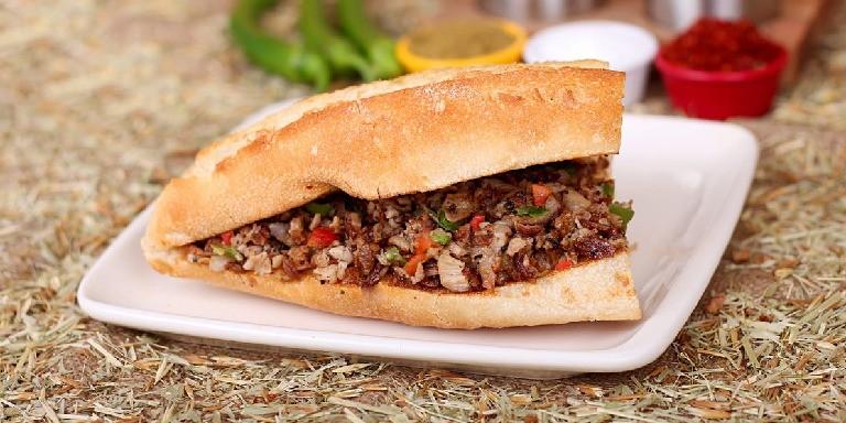 Efsaneleşmiş Tatlarıyla Görenleri Kendine Çeken Sokak Yiyecekleri