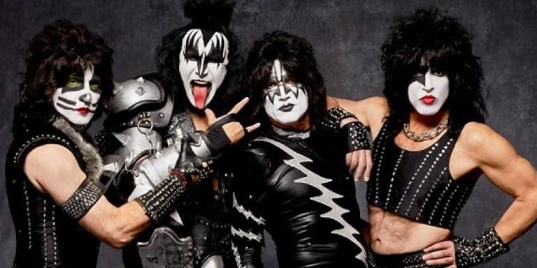 Parlak Tarzlarıyla Akıllara Kazınan Glam Rock Temsilcileri