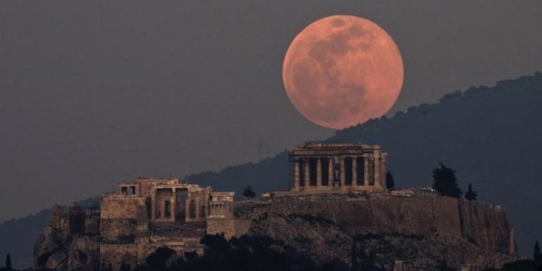 Görenleri Büyüleyen Süper Mavi Kanlı Ay Tutulması