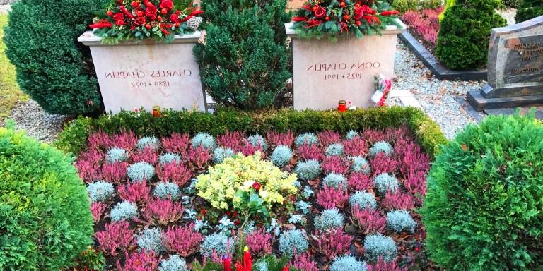Görenleri Şaşırtacak Kadar İlginç Mezar Taşları Olan Kişiler