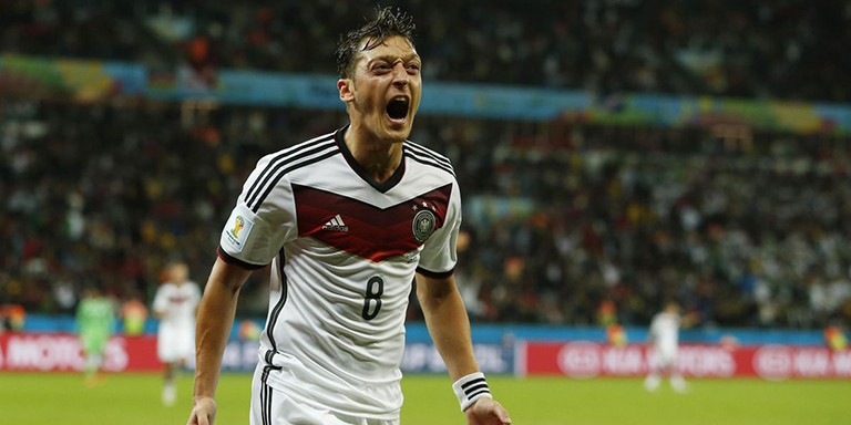 Futbol Camiasının Yıldızlarından Mesut Özil'in Hayatına Dair Bilgiler