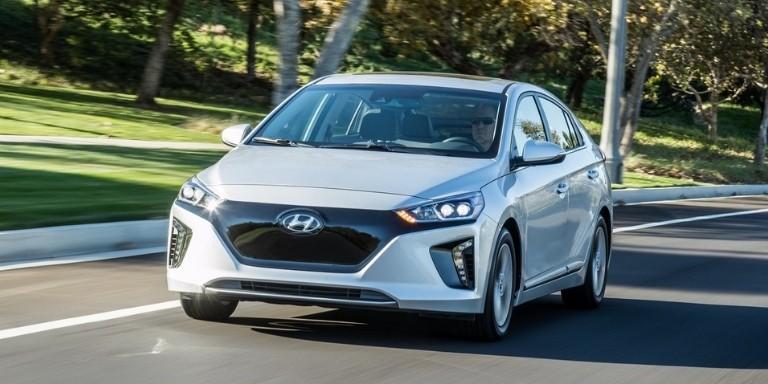 Yüksek Performanslı En İyi Elektrikli Arabalar