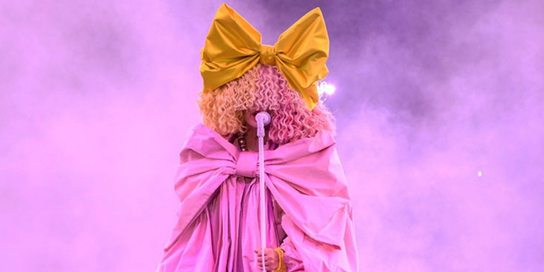 Müzik Dünyasının Gizemli Kadını Sia Hakkında Bilinmeyenler