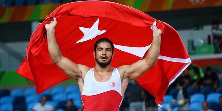 Avrupa Şampiyonu Milli Güreşçi Taha Akgül Hakkında Merak Edilenler